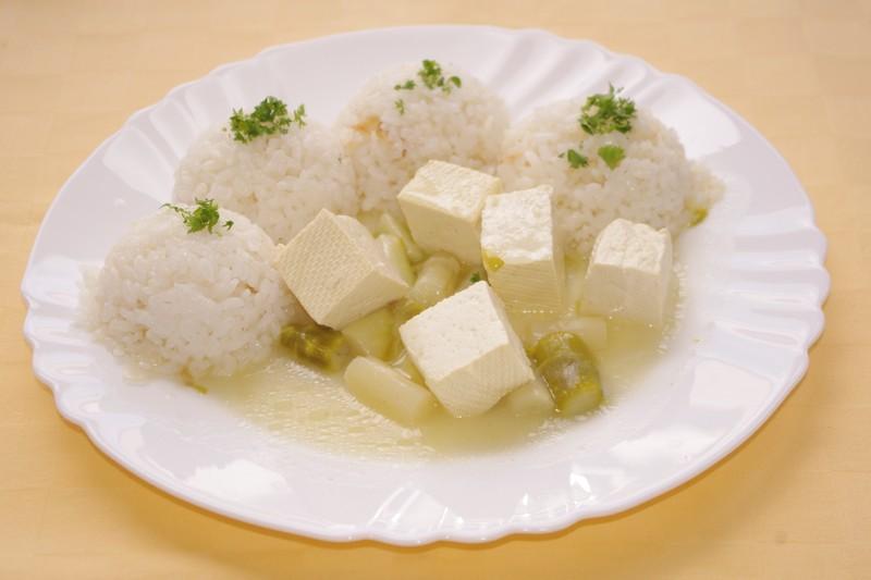 Tofu-so-šparglou-a-ryža.